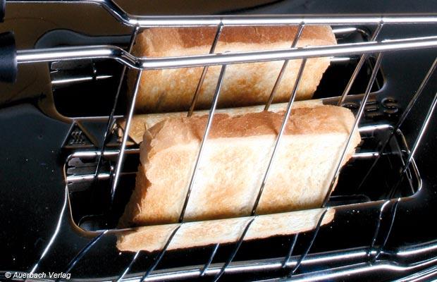 Selbst ohne Brotzange lassen sich die Scheiben beim Bugatti-Toaster gefahrlos entnehmen