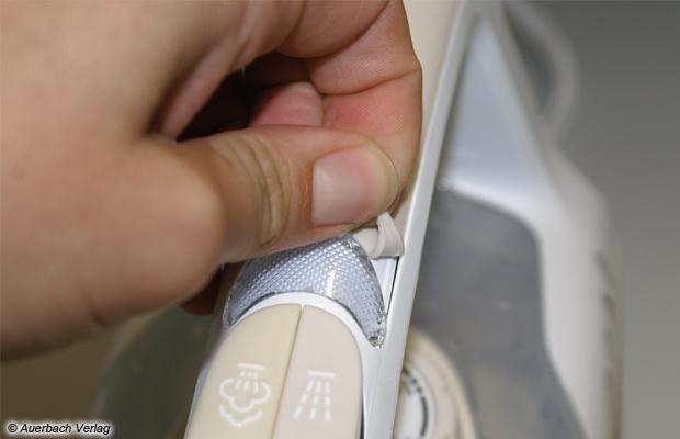 Unsaubere Verarbeitung: Bei dem Modell von AEG lösen sich die Gummierungen
