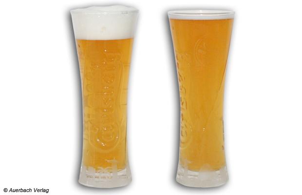 Druckunterschied: An Form und Volumen kann man gut sehen, ob das Bier mit ausreichend Druck gezapft wurde oder ob das Bier schon schal ist. Das linke Glas wurde mit der Philips-Zapfanlage gezapft und zeigt eine wohlgeformte Blume. Das rechte Glas litt am fehlenden Druck des Clatronic-Konkurrenten