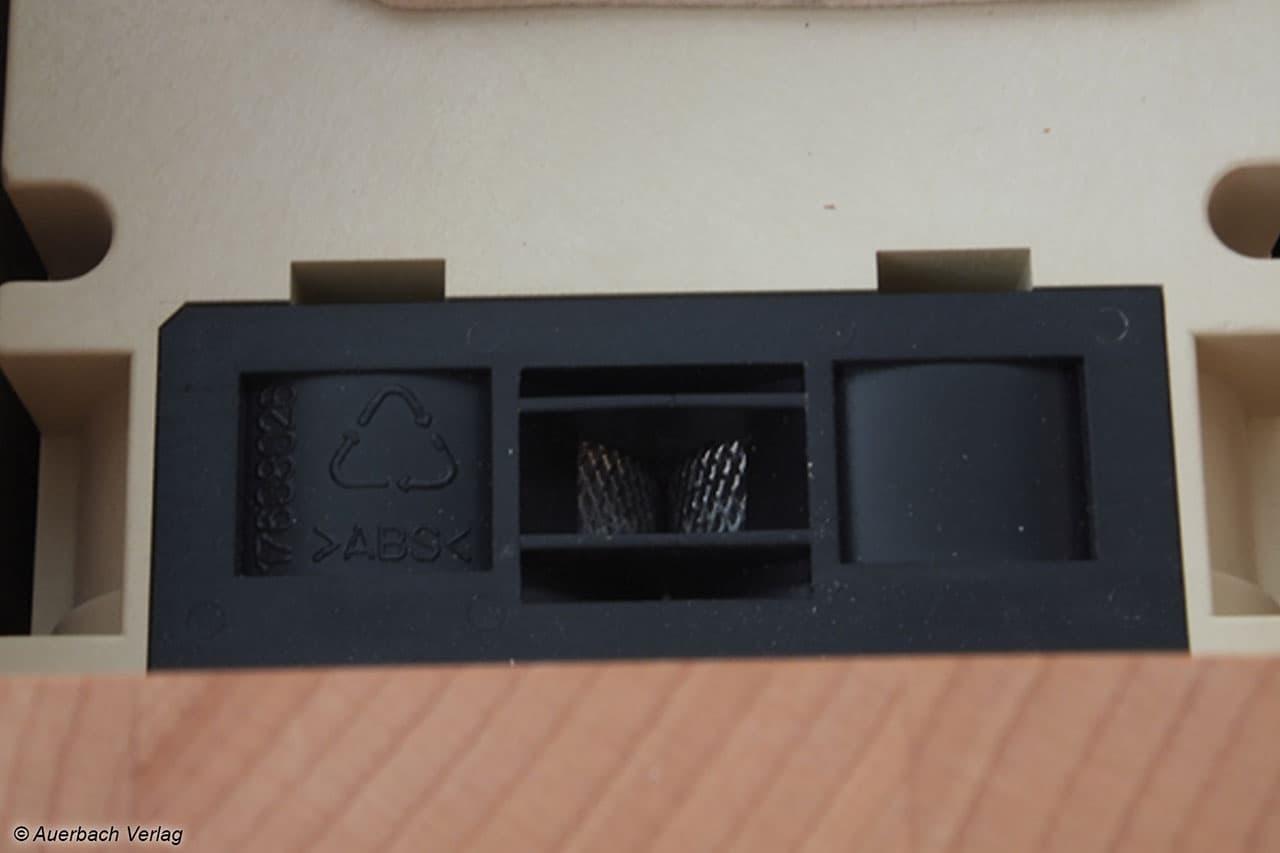 In der Nahaufnahme sieht man die simple, robuste Technologie einer Flockenquetsche. Wie hier bei der Vario von Schnitzer rutscht das Getreide zwischen die Walzenräder und wird schlicht und einfach plattgedrückt