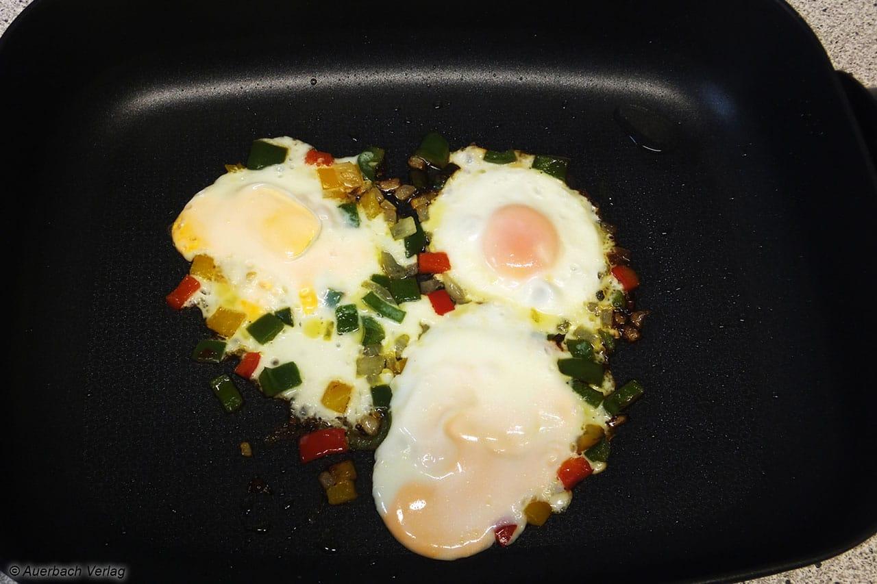 Ein Omelett ist immerhin ein Klassiker. In der Big Buffet Pan MP 1060 von MIA gibt es keine Probleme bei der Zubereitung