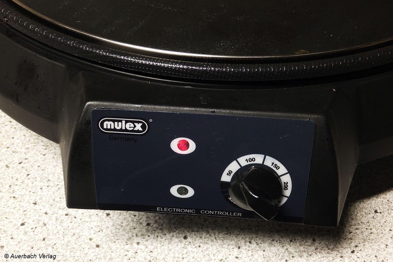 Praktisch, aber schlecht verarbeitet: Als einzige Partypfanne im Testfeld gibt die Mulex Temperaturwerte auf dem Bedienelement an. Die Folie ist leider schlecht aufgeklebt und löst sich schnell
