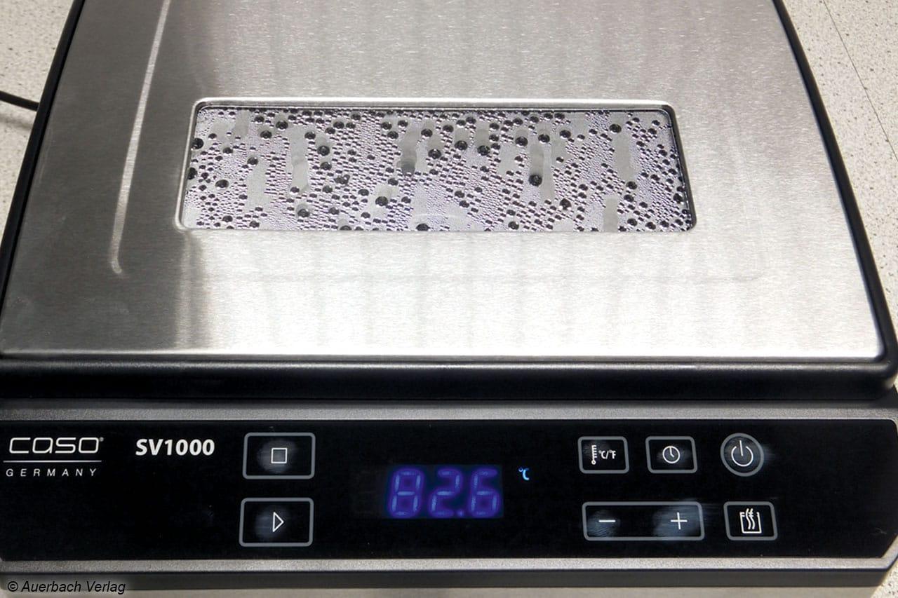 Auch wenn man direkt vor dem SV1000 steht, kann das Bedienfeld sehr gut bedient werden. Allein die Fingerabdruckanfälligkeit des Touch-Feldes ist zu kritisieren