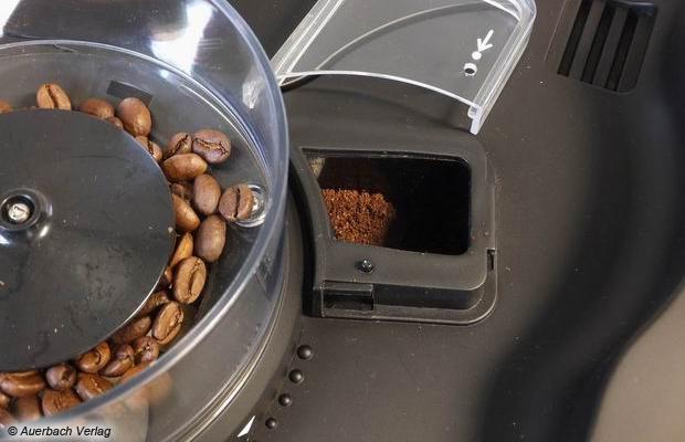 Der Bohnenbehälter fasst nur etwa 125 Gramm, das Mahlwerk selbst neigt nicht zum Verstopfen, die kleine Schutzkappe über dem Kaffeemehlauslass kann abgenommen werden