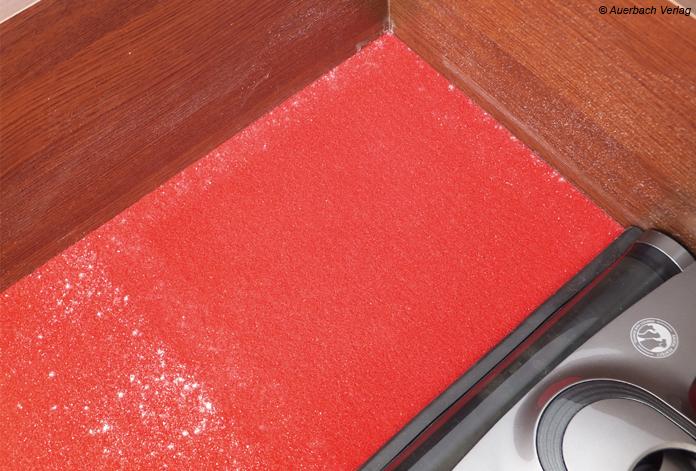 Flott und mit guter Reinigungsleistung bearbeitet der VCH 9530 auf Auslegewaren