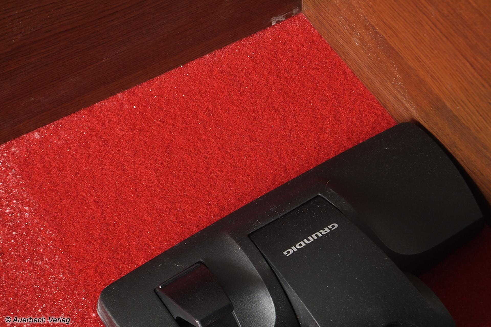 Die hohe Saugkraft in Kombination mit der großen Kombi-Bodendüse sorgt für eine gute Partikelaufnahme vom Teppich