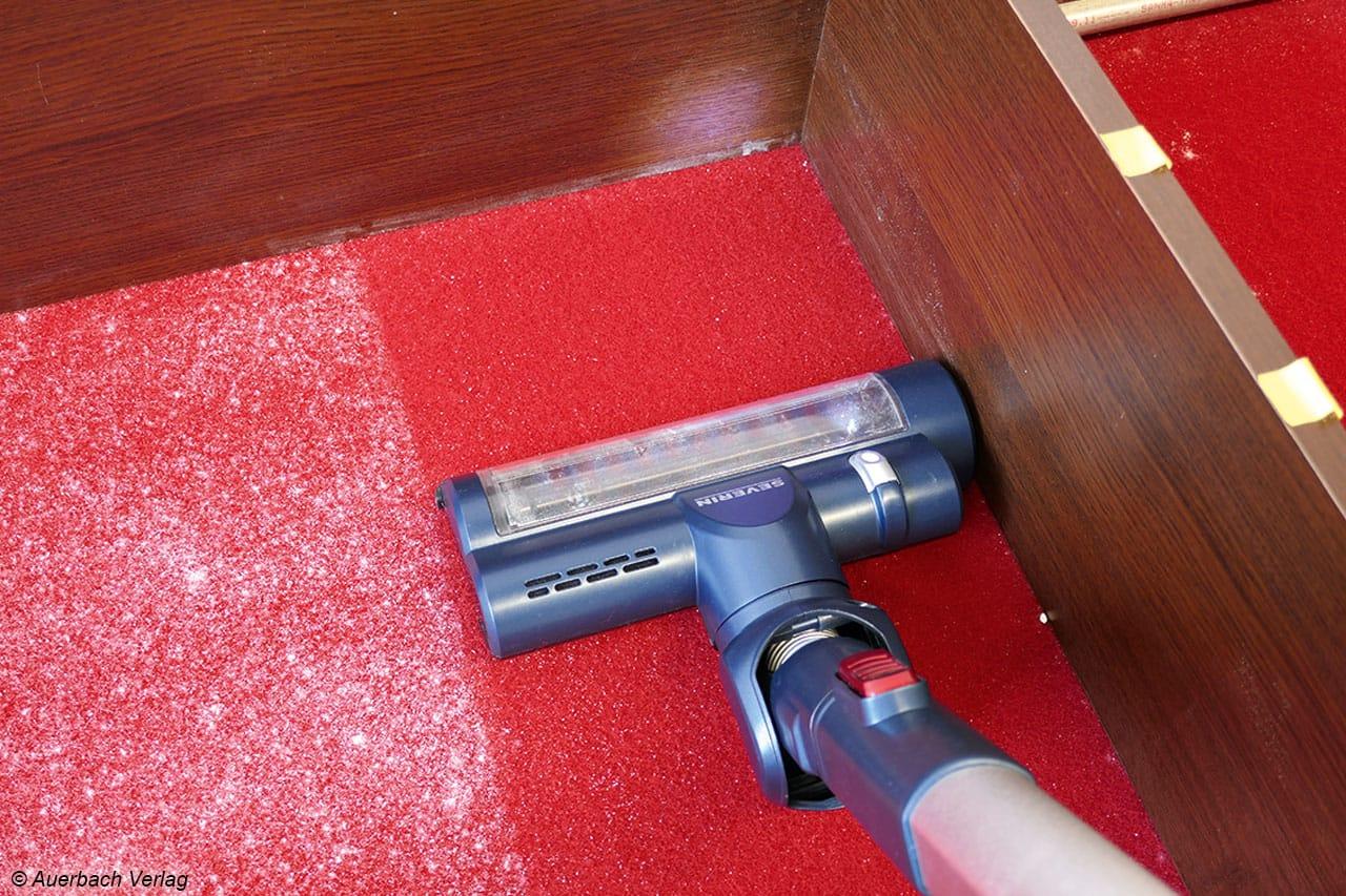 Auf Teppich ist die Leistung zwar gut, jedoch von sehr gut deutlich entfernt. Brillieren kann der HV 7158 dann aber wiederum bei der Faseraufnahme