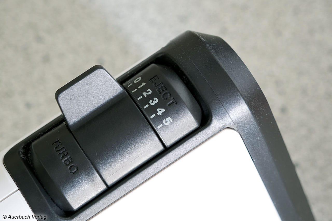Der GN5021 von Krups ist mit 5 Rührstufen, einer Turbostufe und einem Auswurfknopf ausgestattet. Alle Bedienelemente sind sehr gut erreichbar