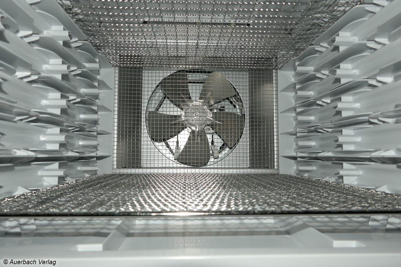 Groß, stark und leise: Der Ventilator im Heck sorgt für eine sehr gute Luftströmung