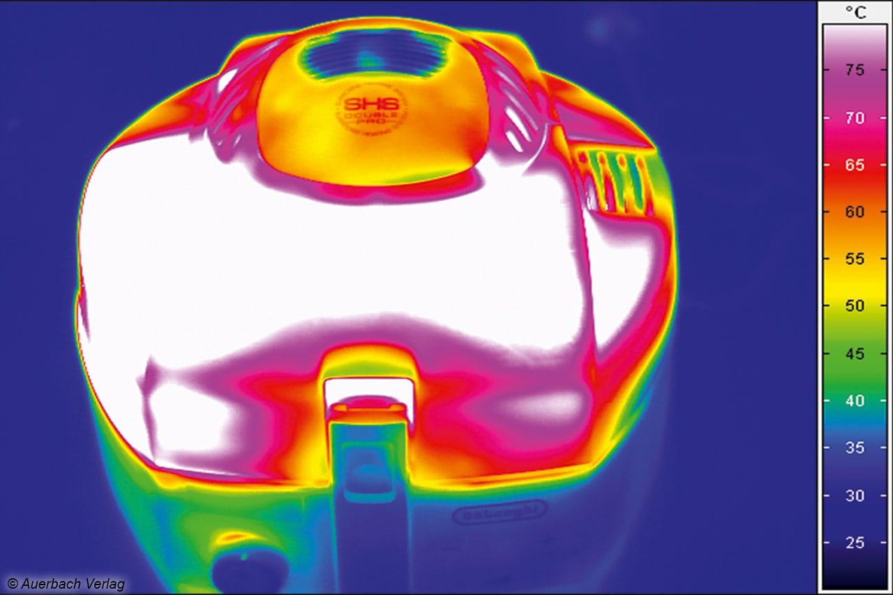 Der Kunststoffdeckel des De'Longhi-Multitalents erhitzt sich während des Betriebs teilweise auf mehr als 80 Grad Celsius