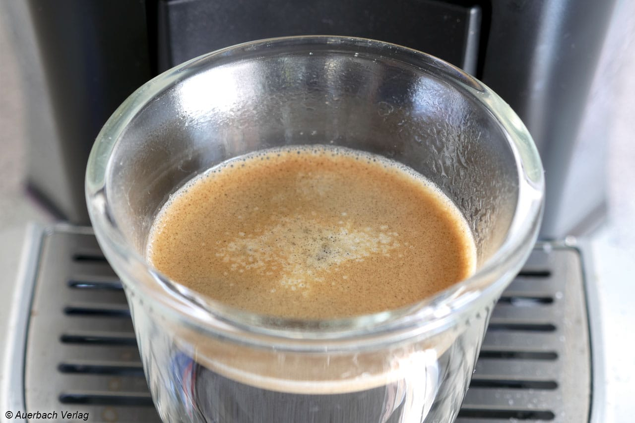 Die Crema der Tuttocaffe ist sehr dünn und hält dem Zucker, der schnell zu Boden sinkt, nicht lange Stand