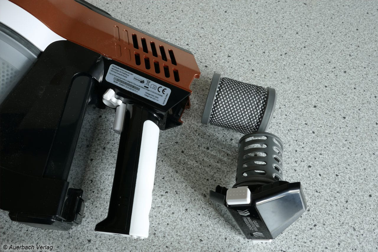 Schlau: Dauerbetriebsschalter und modularer, kinderleicht herauszunehmender Abluftfilter beim Cavalier