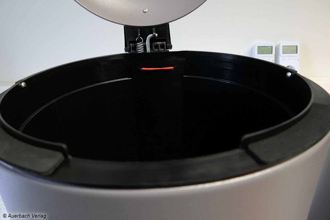 Die hohen und langen Gummiapplikationen am Rand des Hailo TopDesign 16 l dämpfen die Lautstärke beim Schließen des Deckels, verhindern jedoch ein dichtes Verschließen, so dass im schlimmsten Fall Gerüche austreten können