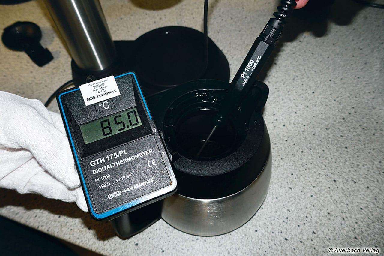 Neben der Brühtemperatur, dem Energieverbrauch und der Zubereitungsdauer wurde auch die Kaffeetemperatur nach dem Brühen, nach 15 sowie 40 Minuten gemessen