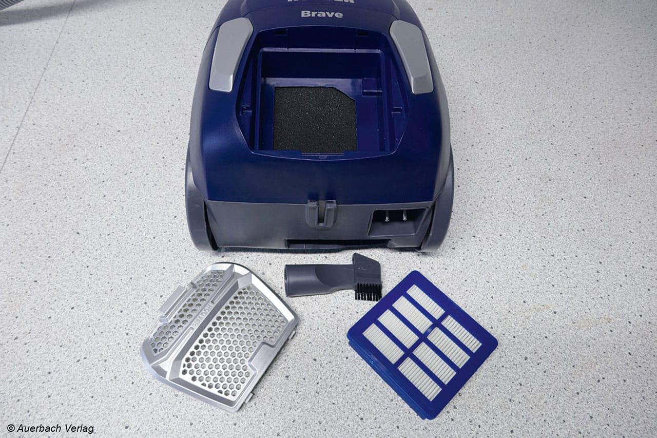 Die EPA10-Filterkartusche im Heck lässt sich sehr leicht entnehmen. Schlaues Detail: Die Möbelpinsel und die Fugendüse wird unten am Heck des BV71 verstaut