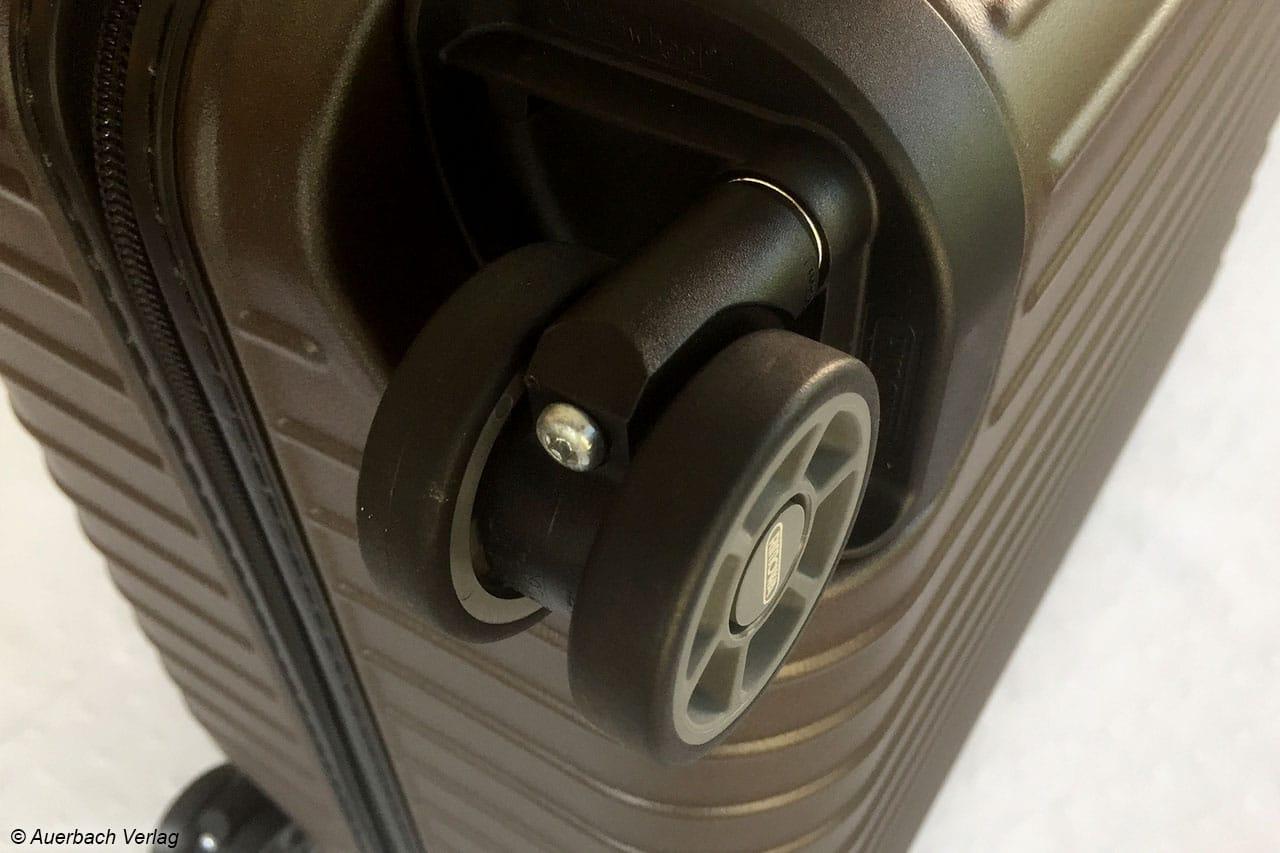 Insgesamt vier geräuschoptimierte, leichtlaufende Multiwheel-Rollen (360 Grad drehbar) sorgen für optimale Lenkbarkeit und einen einfachen Transport des Cabin Multiwheel 53 von Rimowa
