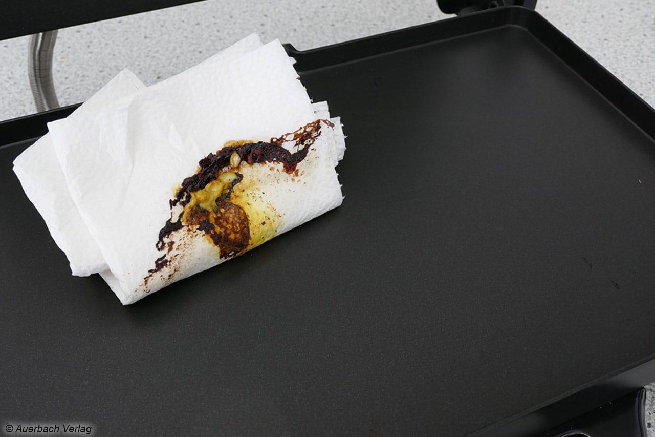 Die Greblon-Beschichtung funktioniert tadellos, Grillrückstände lassen sich meist ganz bequem wegwischen