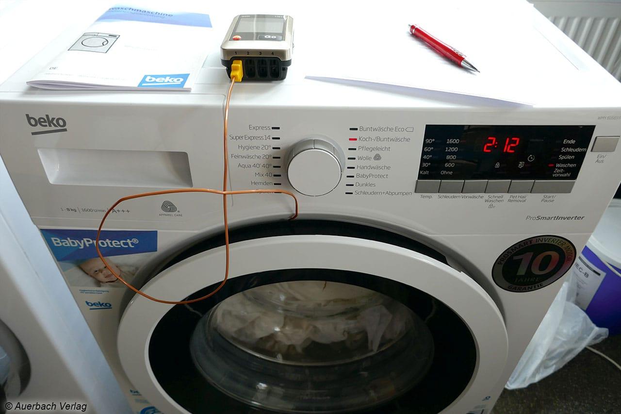Testaufbau: Ein Datenlogger erfasst über die gesamte Programmlaufzeit alle 2 Sekunden die aktuellen Temperaturen im Innenraum der Maschine