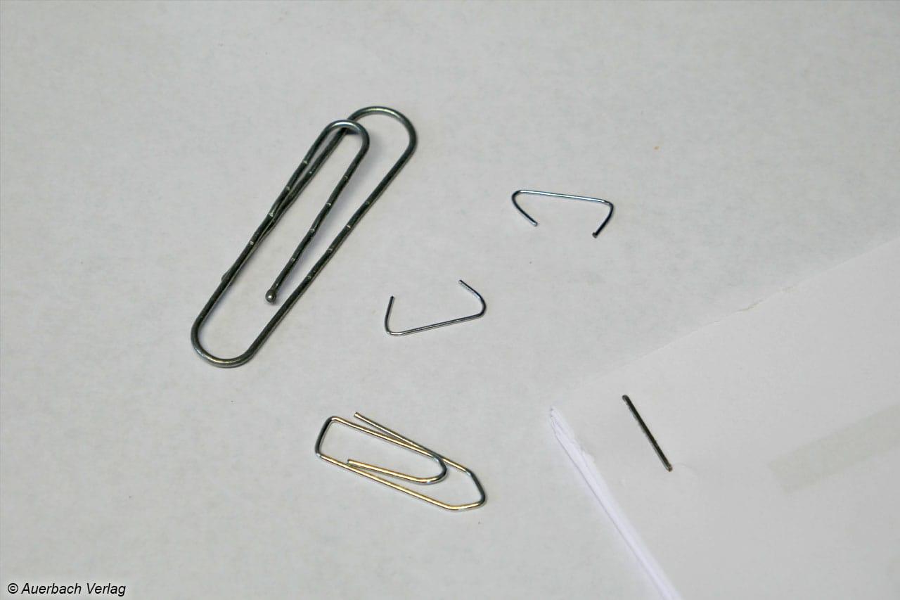 Büro- und Tackerklammern sollten vor dem Weg durch die Messer aus dem Papier entfernt werden