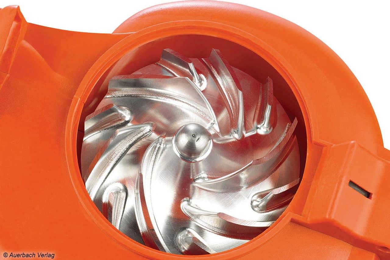 So sollte ein Häckselwerk aussehen: Metallische Schnittwerkzeuge zerkleinern das Laub präzise und sorgen für ordentlich Saugleistung