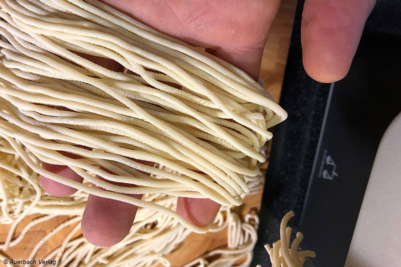 Detailblick: Die Oberfläche ist rau, wodurch die gegarte Pasta um so besser die Nudelsoße aufsaugt