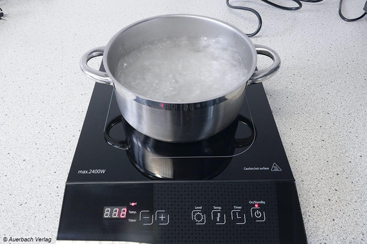 Der Caso Maitre 2400 bringt das Wasser in 270 Sekunden zum Kochen