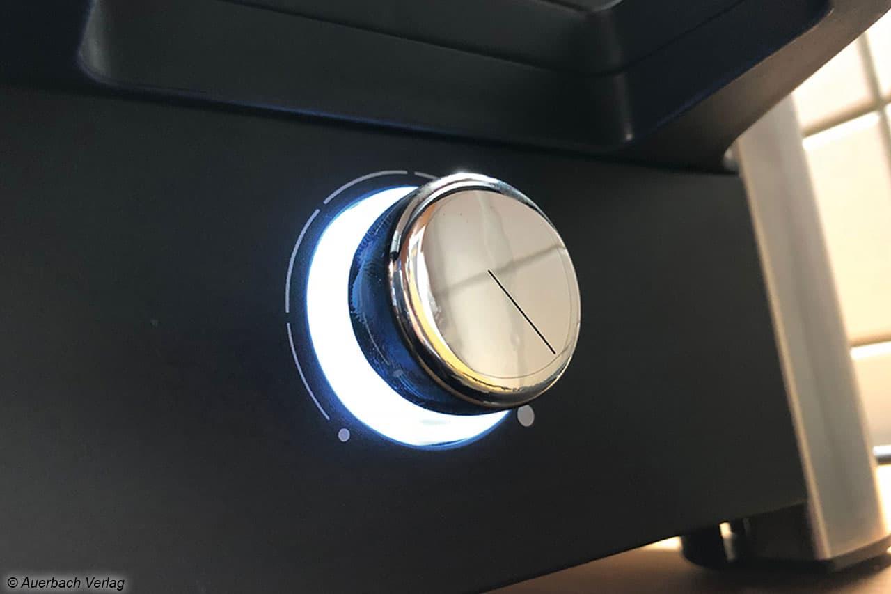 Mit Blick für das Detail: Der Drehknopf zur Temperatureinstellung ist beleuchtet und verchromt