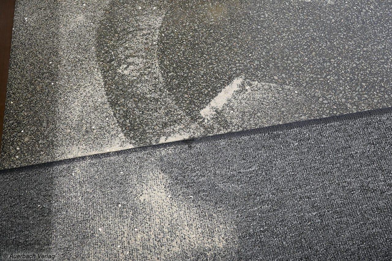 Ein Großteil der Geräte fegt den Sand zunächst zu einem Haufen zusammen, um den Dreck dann in einer zweiten Anfahrrunde aufzusaugen