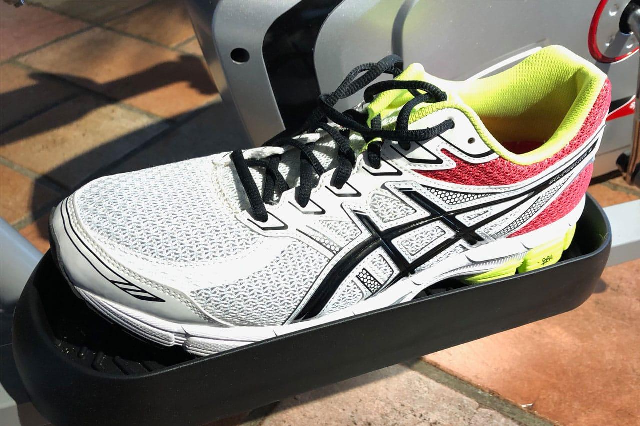 Die Schale des Fußpedals vom NX-1080 ist für größere Schuhe zu schmal, sie stehen schief bzw. bleiben stecken