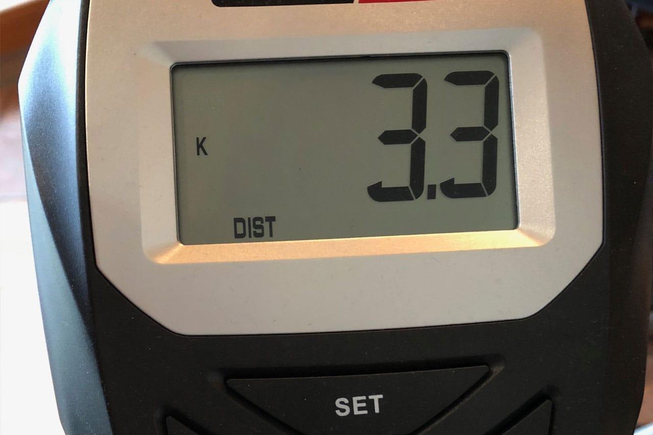 Der Computer des NX-1228 wird über die Tasten darunter bedient. Auch er zeigt im Wechsel alle verfügbaren Werte an
