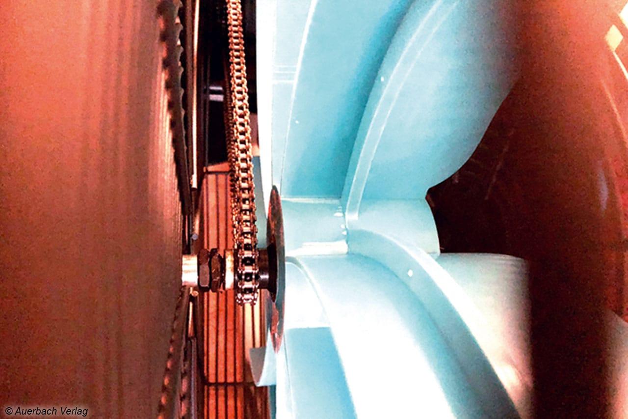 Blick hinter das Schutzgitter: Die Energieübertragung an den Propeller erfolgt über einer robuste Kette