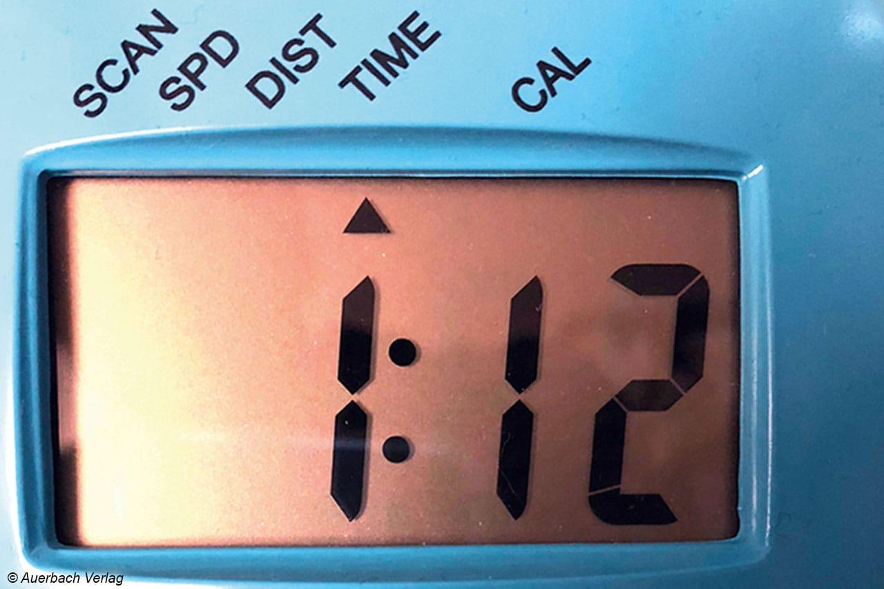 Der Fahrradcomputer des Stormstrike 2k zeigt neben gefahrener Strecke und Zeit auch die verbrauchten Kalorien an