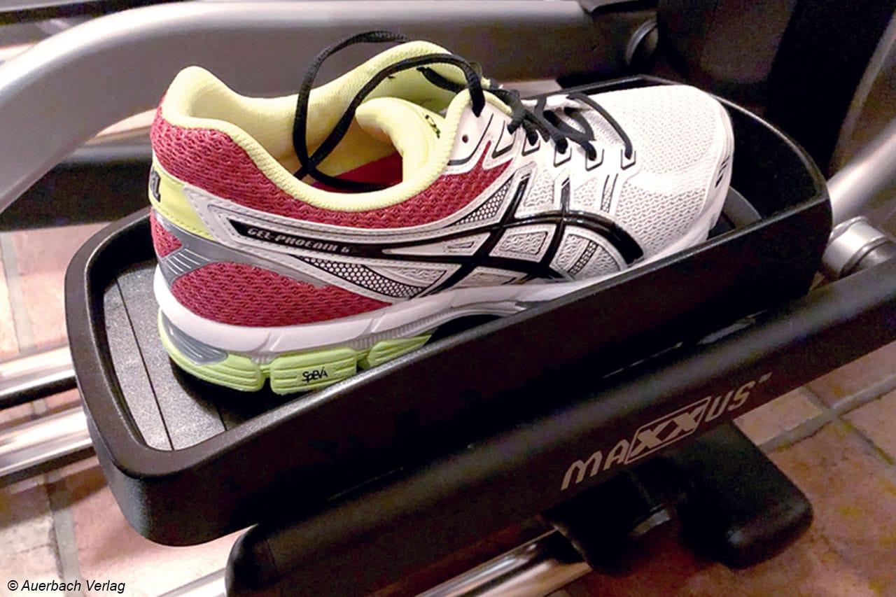 Auf großen Schuhen kann man beim Maxxus unterwegs sein, die Pedalschale ist groß genug für Übergrößen