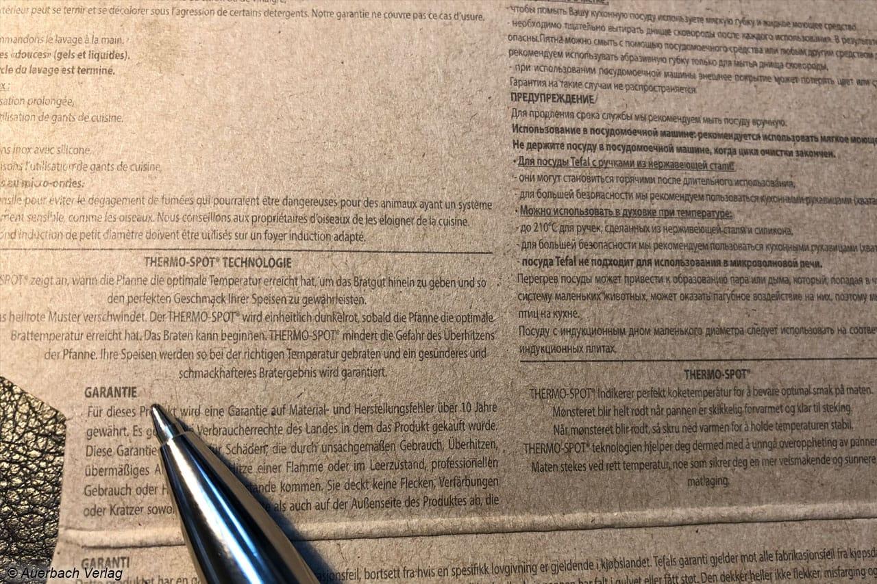 Nur mit der Lupe zu erkennen und kleiner als ein Kugelschreiber-Strich: Der Text der Bedienungsanleitung