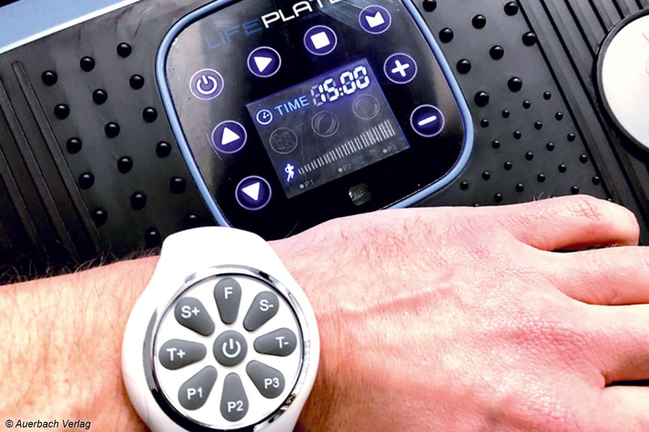 Dank der Fernbedienung in Form einer Uhr kann die Lifeplate komfortabel bedient werden