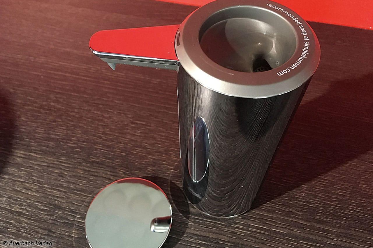 … der Sensorspender ST 1043 von Simplehuman ein exklusives Detail für jedes modern eingerichtete Badezimmer ist