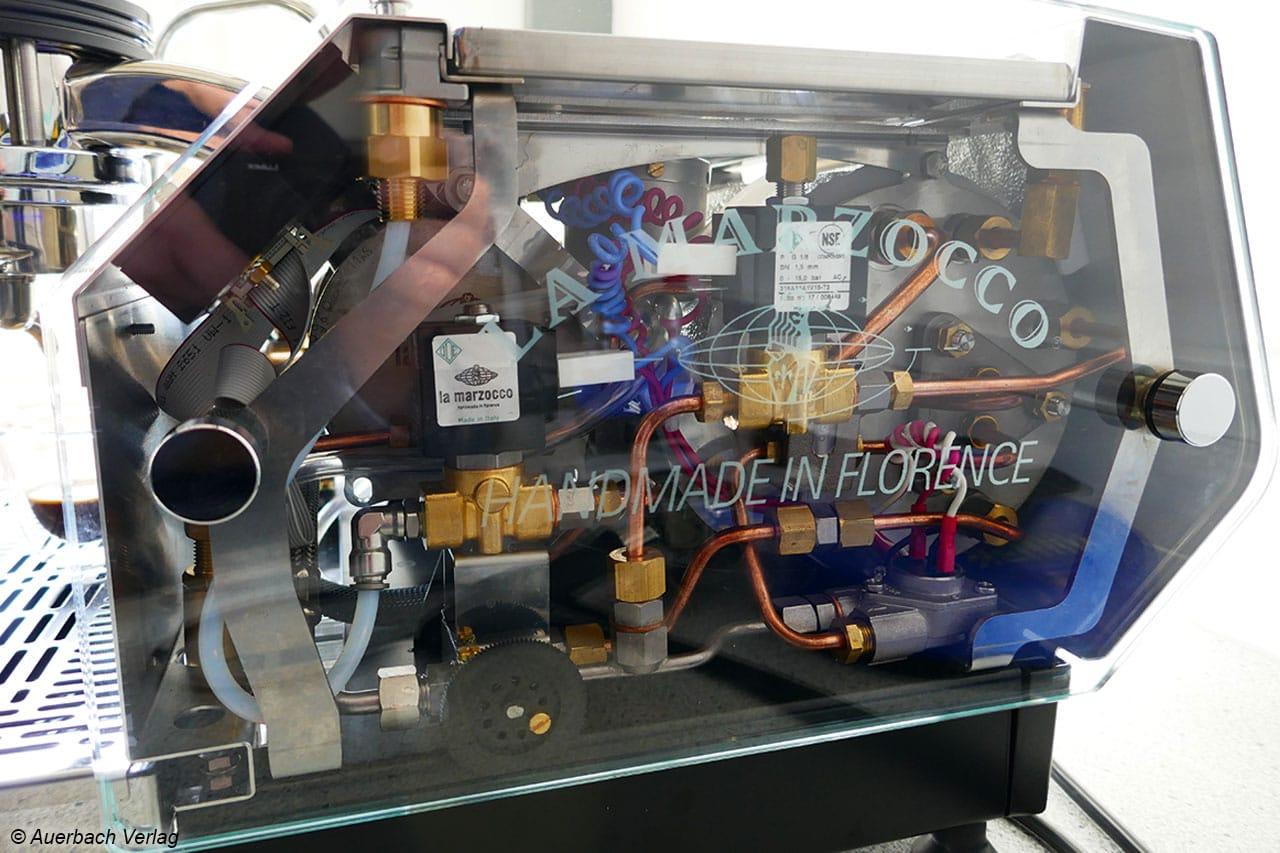 Die GS3 aus der italienischen Manufaktur La Marzocco in Florenz ermöglicht mit seitlicher Glaswand einen Blick in ihr Innenleben
