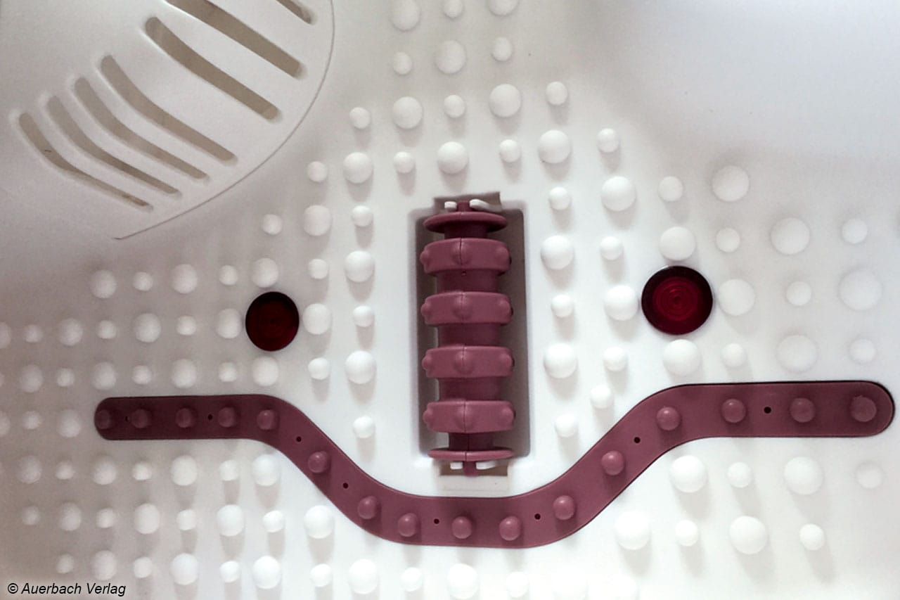 16 stimulierende Magnete sowie die Rollenaufsätze eignen sich für eine Fußreflexzonen-Massage