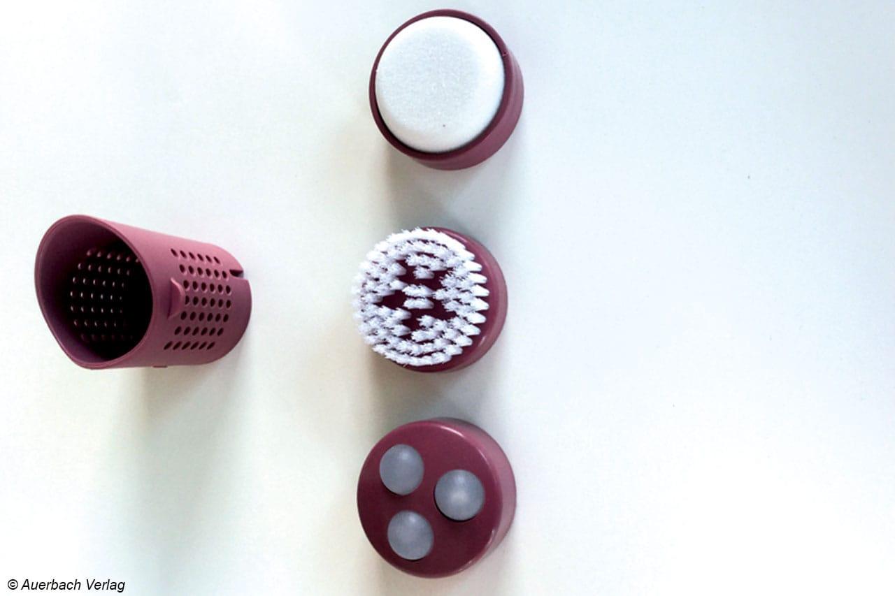 Drei Pediküraufsätze und ein Aroma-Filter komplettieren die Sprudel- und Vibrationsmassage des FB 35