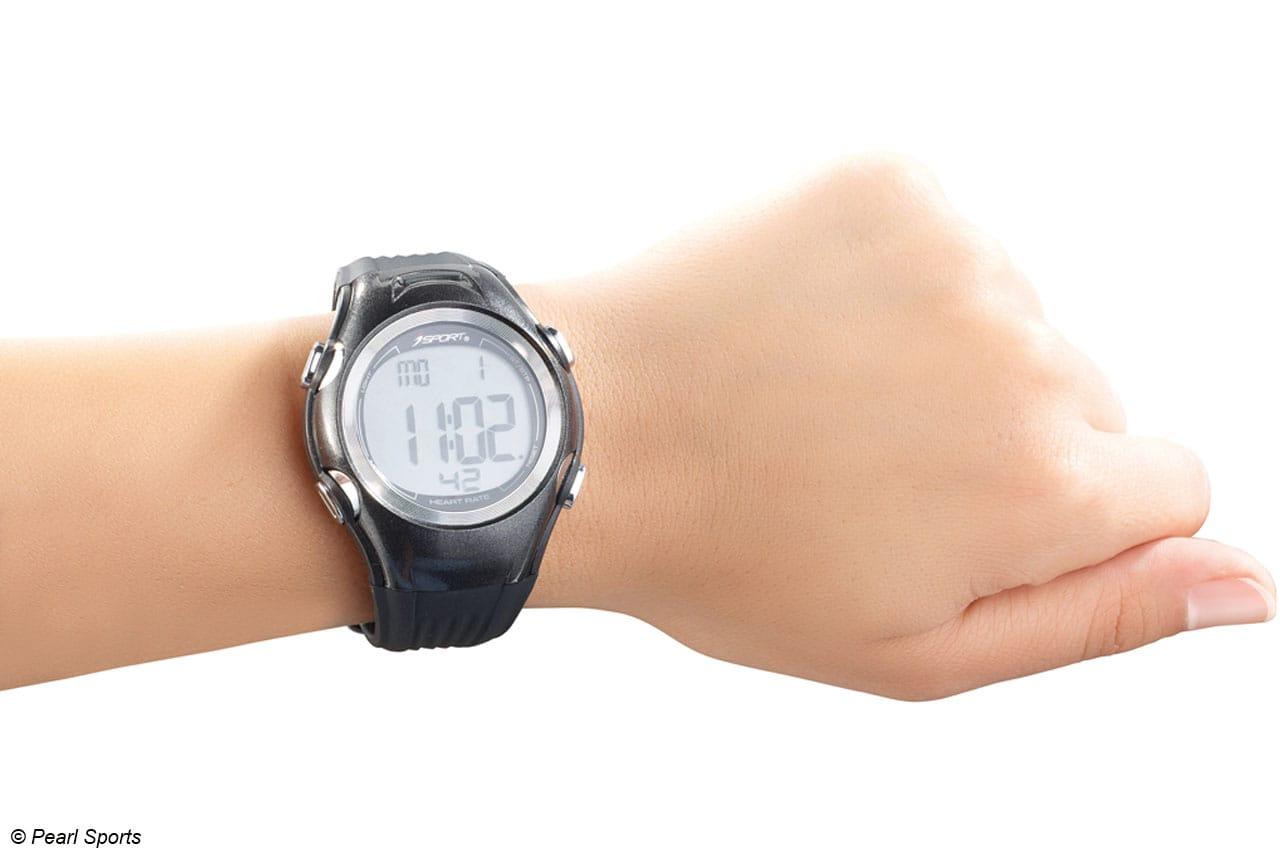 Auf dem Display werden auch Datum und Uhrzeit angezeigt, die integrierte Alarmfunktion kann als Wecker genutzt werden