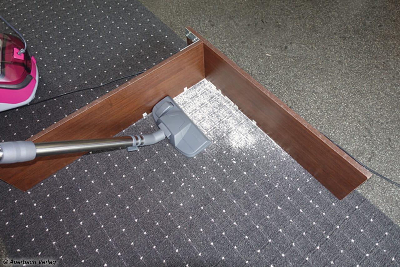 Der Thomas- Wischsauger kommt beim Teppichsaugen bis unmittelbar in die Ecke
