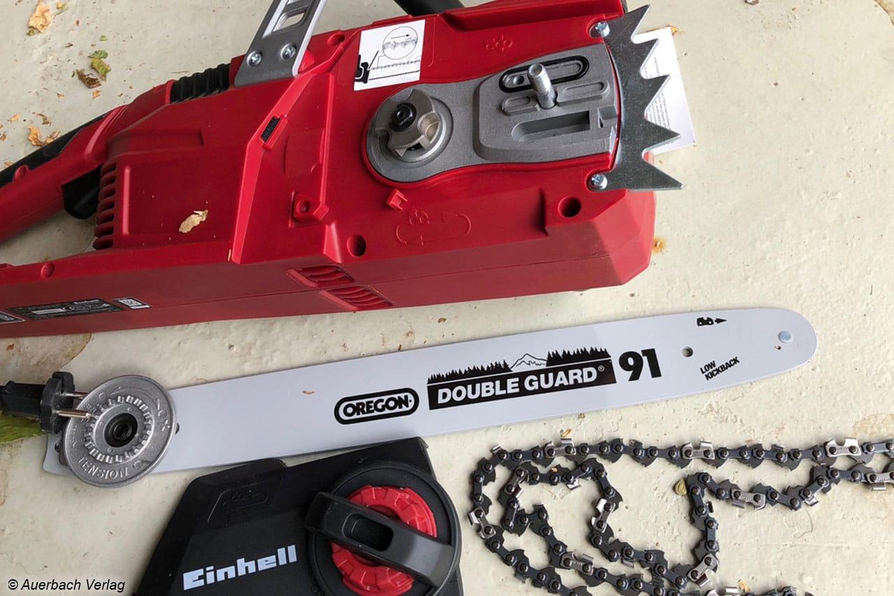 Bis auf die B+D GKC3630L20 müssen alle Kettensägen vor dem Einsatz montiert werden, hier die Einhell GE-LC 36/35 Li-Solo