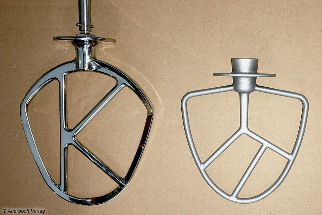Links: 500 Gramm spülmaschinenfestes Edelstahl (Kenwood), rechts: 100 Gramm handspülbares Aluminium (Rosenstein & Söhne)
