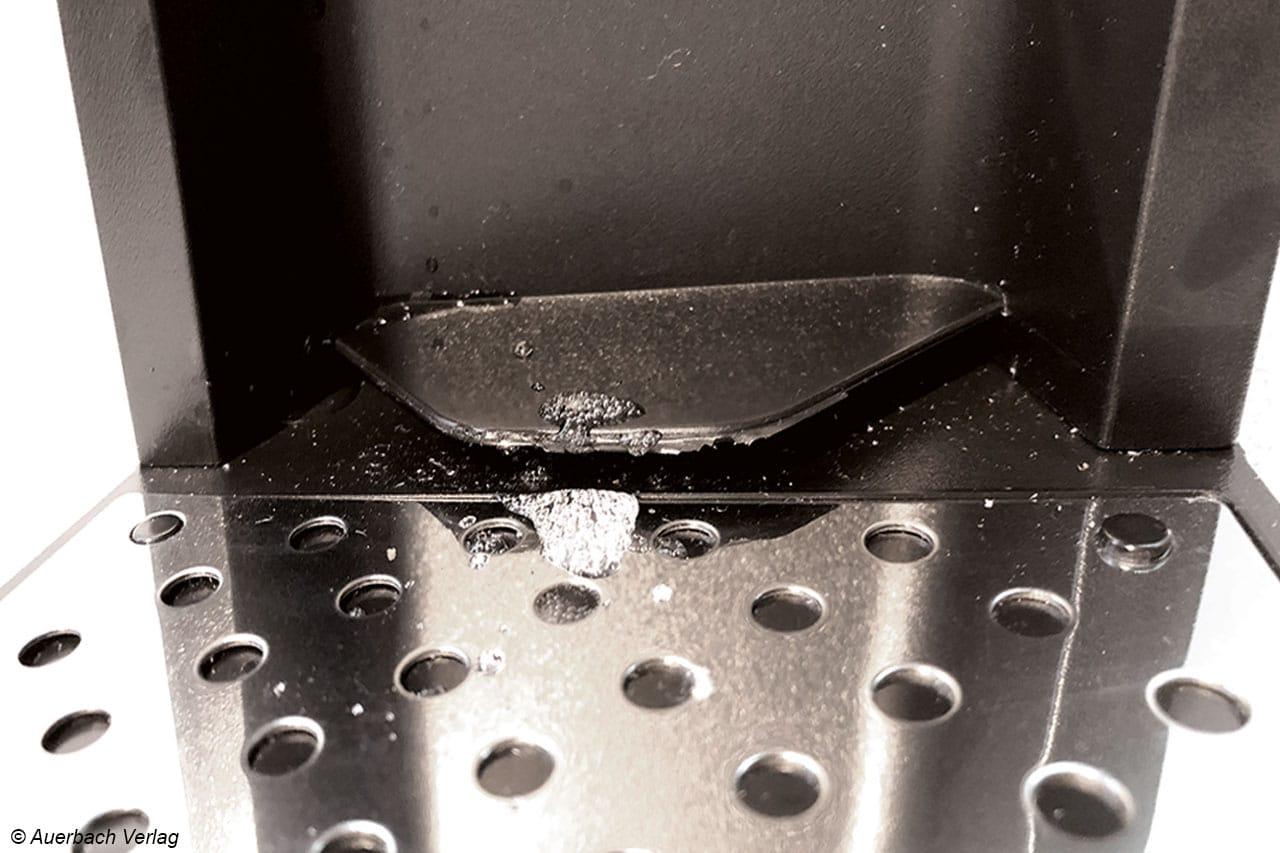 """Die Ideallinie zur Wasserbefüllung ist mit """"max"""" gekennzeichnet und sollte eingehalten werden, ansonsten kann das Wasser schnell übersprudeln, wenn zu viel in der Flasche ist"""