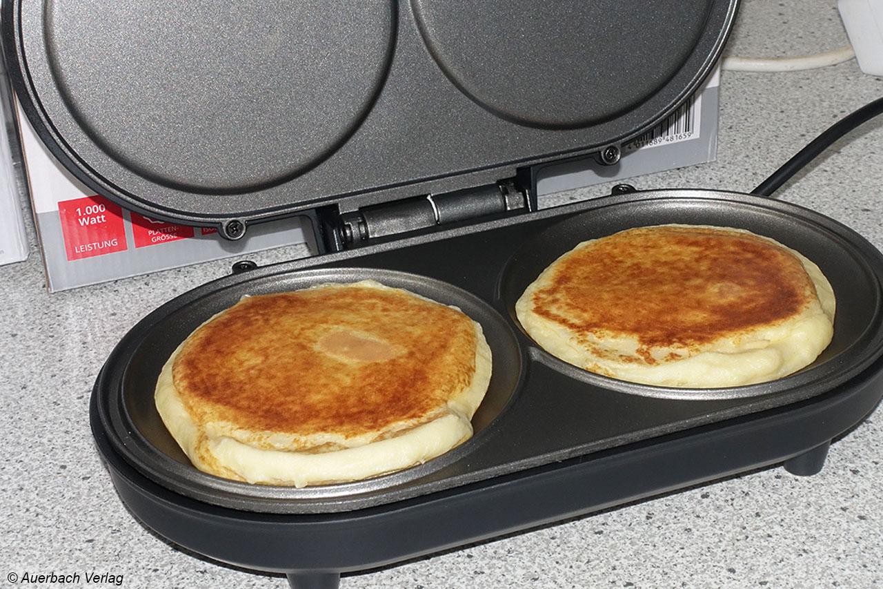 Pancakes im Doppelpack und gleich von oben und unten gebacken gibt es mit dem Pancakemaker von Unold
