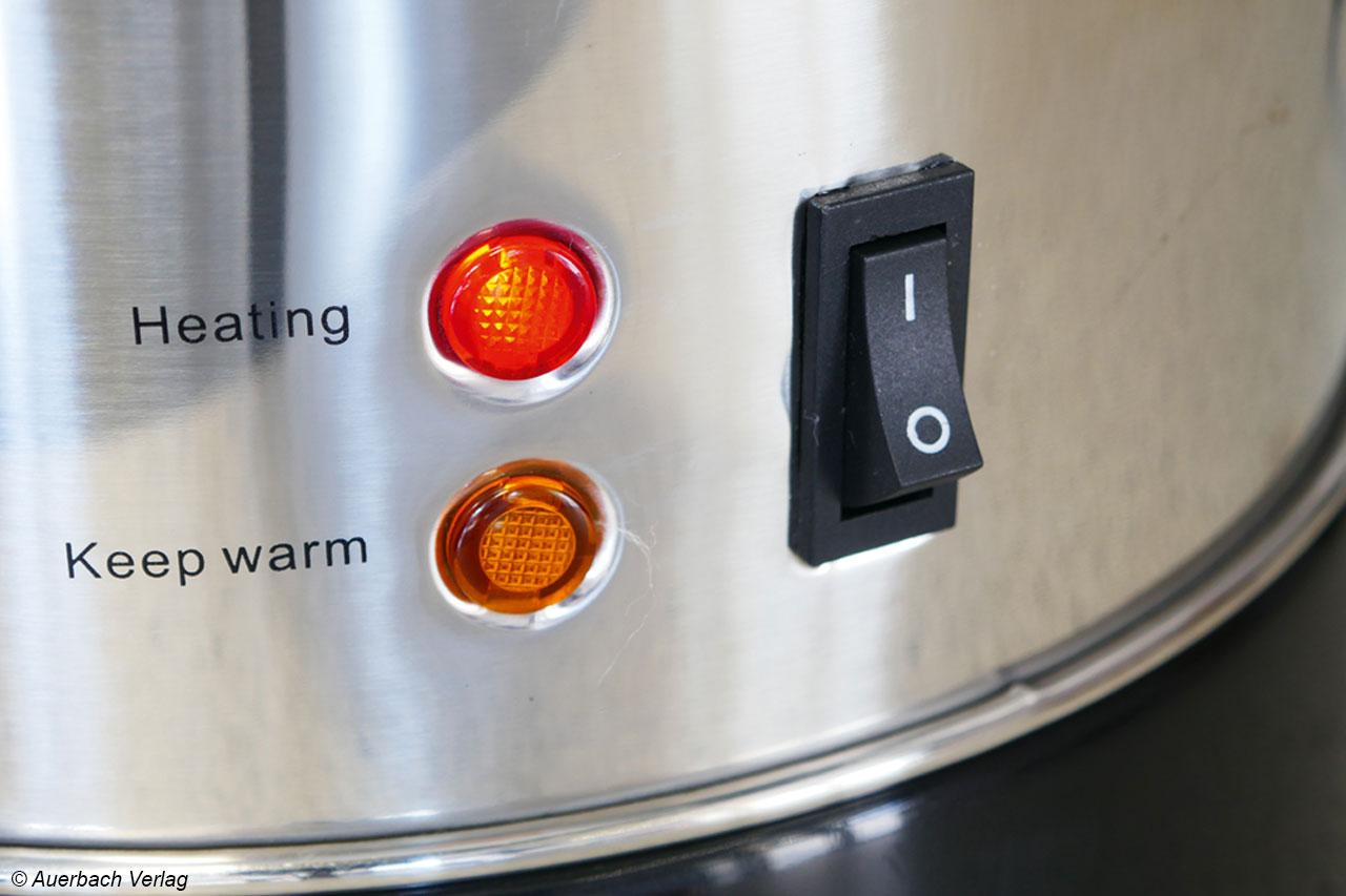 Anstelle eines Displays greift Team Kalorik auf zwei Leuchten zurück, der Heizvorgang und das Warmhalten werden wiedergegeben