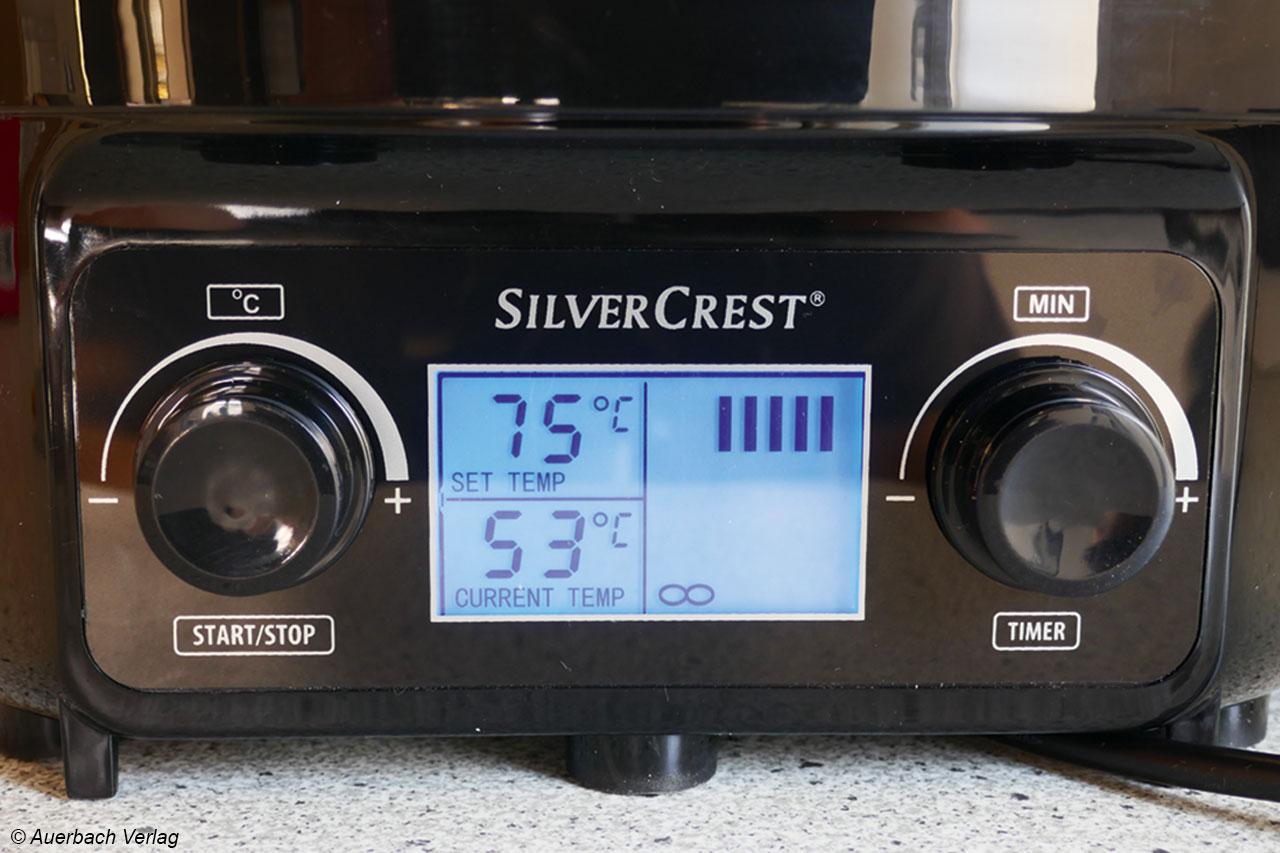 Das Bedienfeld des Silvercrest ist beleuchtet, gibt alle nötigen Informationen her und setzt den Maßstab im Test