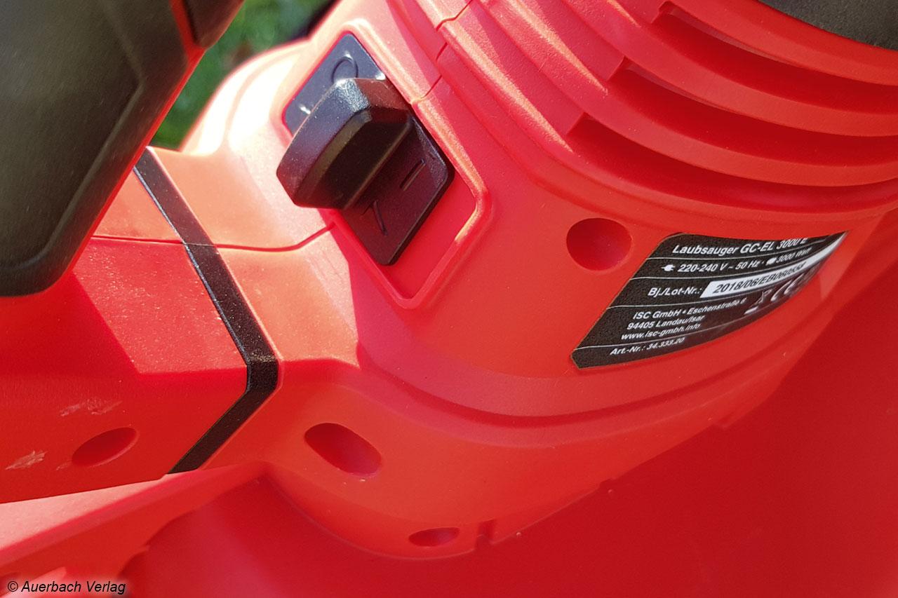 ... ist beim kabelgebundenen Einhell Modell nur ein einfacher Ein-Ausschalter vorhanden, eine Saugstärkeeinstellung ist hier nicht möglich