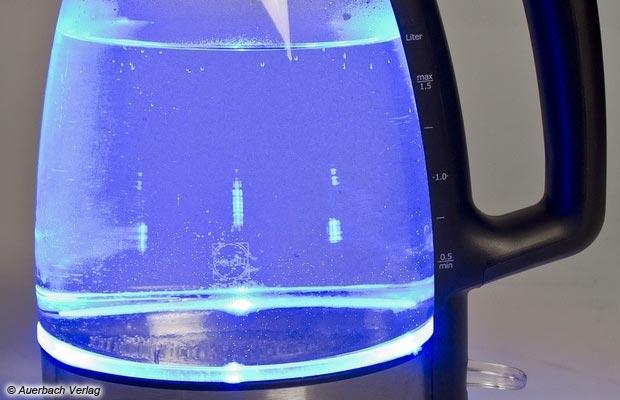 Beleuchtete Innenräume gibt es häufig bei Wasserkochern, aber nur bei Glaskannen kommt das Licht richtig zur Geltung ...