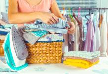 Richtig gebügelt und zusammengelegt bleibt die Wäsche knitterfrei (Bild: © fotofabrika - Fotolia.com)